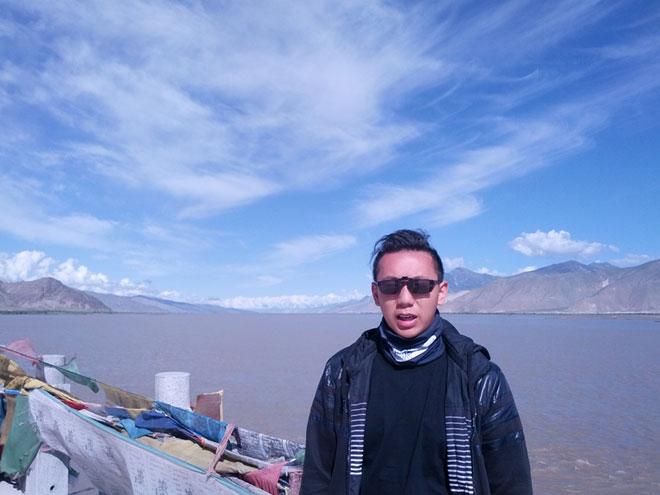 20130804-alex-bij-de-yarlung-tsangpo-rivier