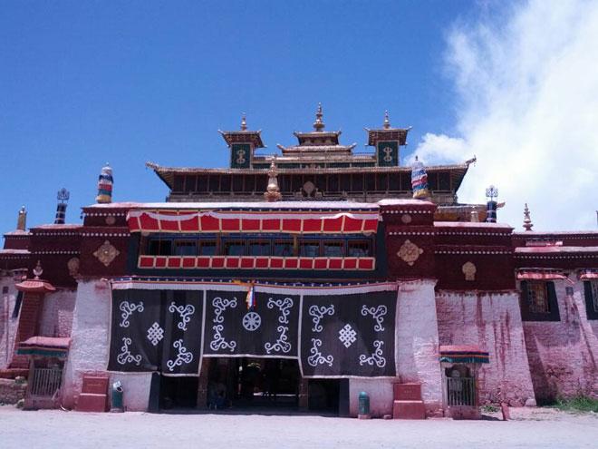 20130804-de-eerste-boeddhistische-tempel-door-goeroe-rinpoche