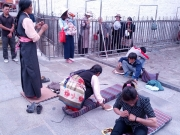 20130730-bidden-voor-de-tempel