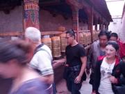 20130730-tibetaanse-draaimolens-drie-rondes-om-de-tempel-lopen-2