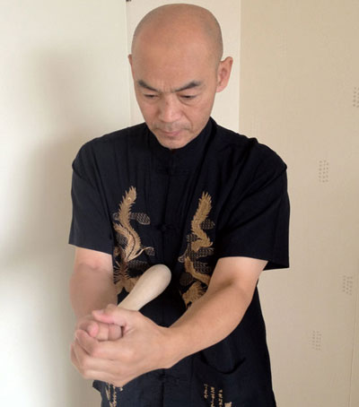 Stok massage op acupunctuurpunt